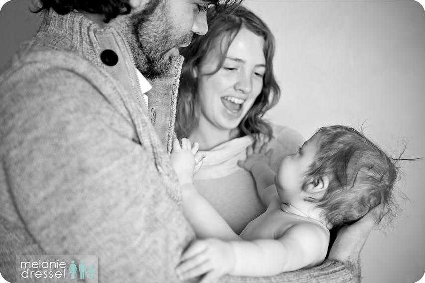 schwarz weiß Familienfoto Baby