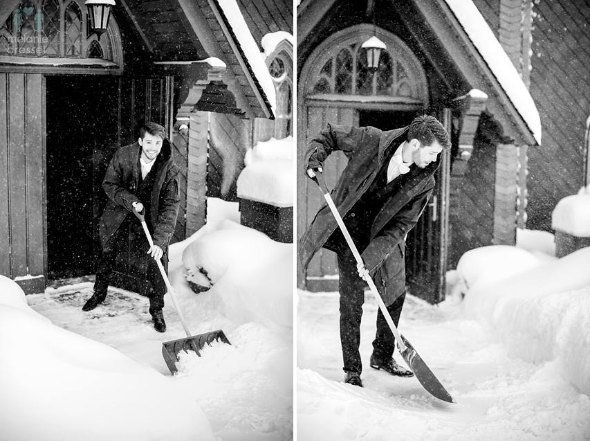 Bräutigam mit Schneeschaufel