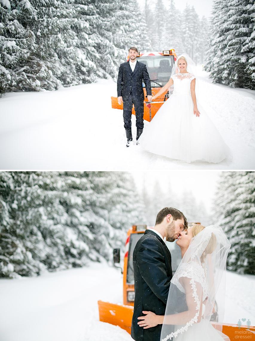Brautpaar mit Schneepflug