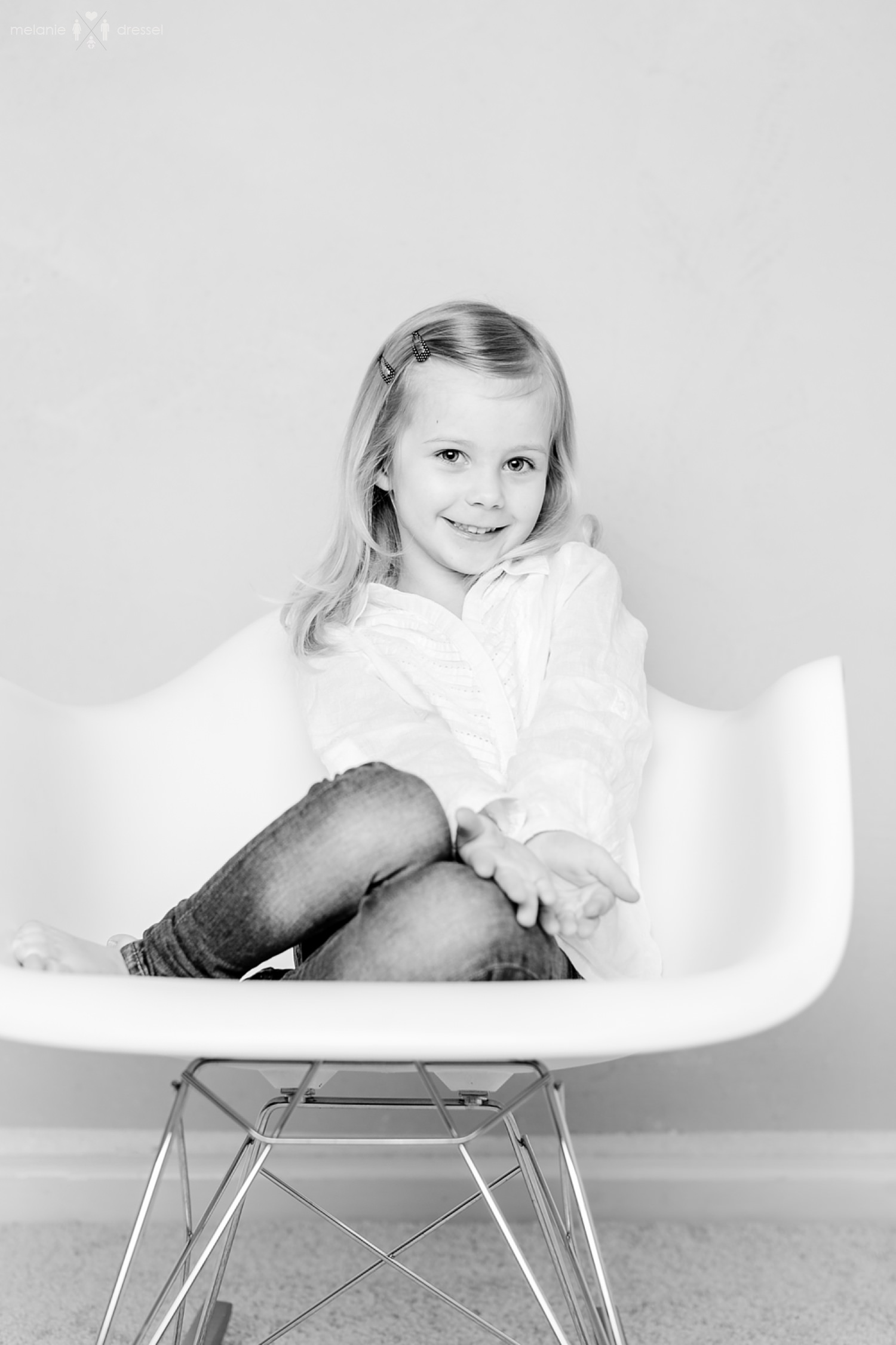 Zwei kleine Schwestern, fotografiert im Studio von Melanie Dressel, Familien- und Kinderfotografie für Gera