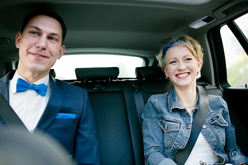 Brautpaar auf dem Weg zur Trauung in Erfurt
