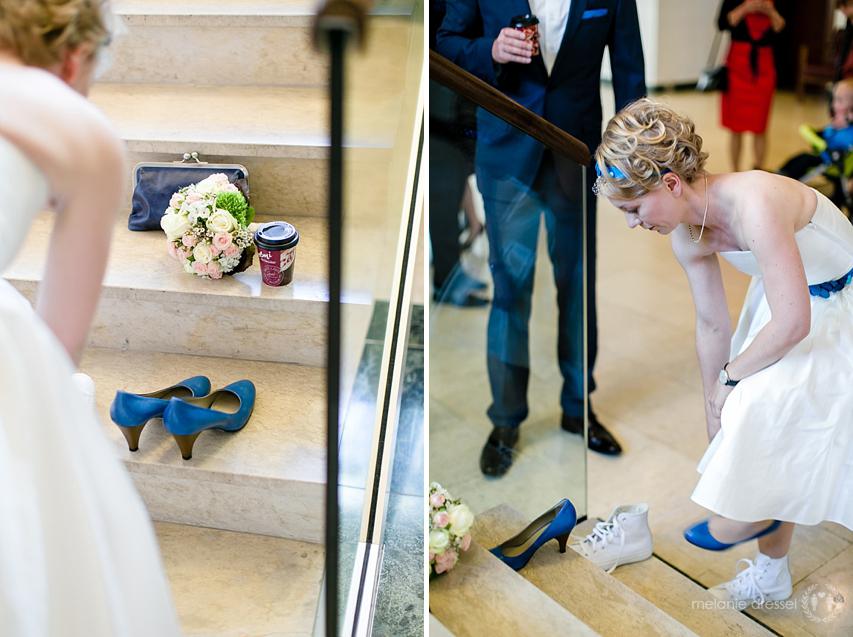 Schuhwechsel vor der Hochzeit im Standesamt Erfurt