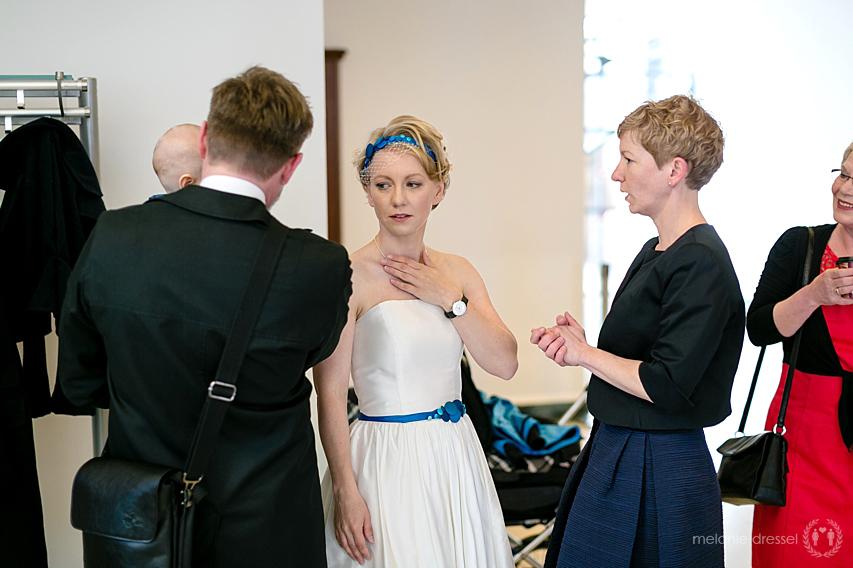 Braut vor der Trauung im Standesamt Erfurt, fotografiert von Melanie Dressel
