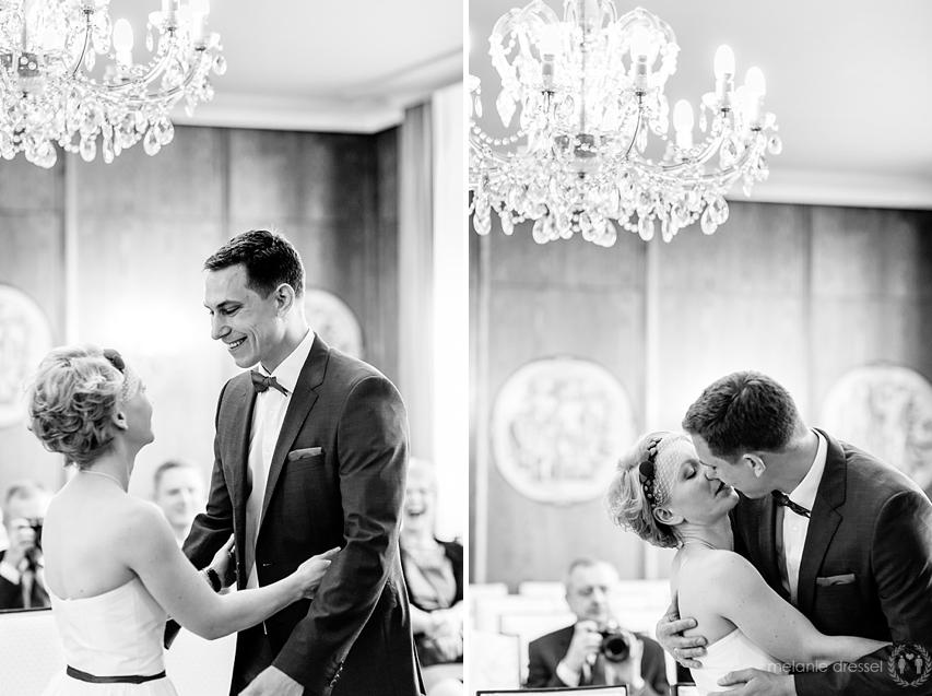 erster Kuss während der Trauung in Hochzeitshaus Erfurt
