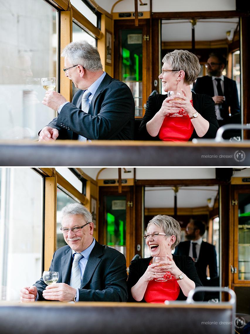 Hochzeitsgäste während Stadtrundfahrt durch Erfurt, fotografiert von Melanie Dressel