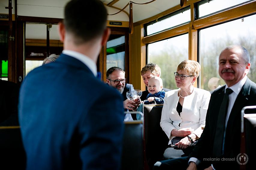 Hochzeitsgäste während Stadtrundfahrt durch Erfurt
