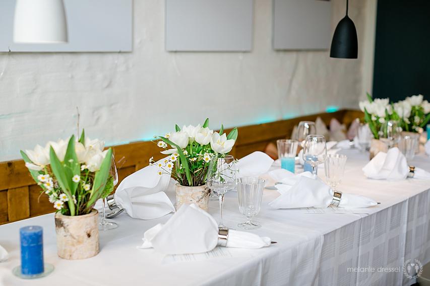 Tischdekoration in der Erfurter Brasserie Ballenberger zur Hochzeit von Andrea und Stefan