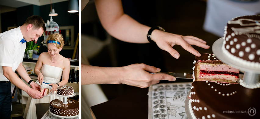 Anschnitt der Hochzeitstorte während einer Hochzeitsfeier in Erfurt. Torte von Goldhelm Schokoladenmanufaktur.