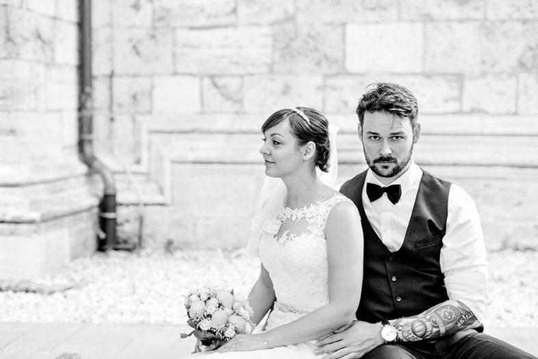 Brautpaar in der Altstadt von Mühlhausen während ihrer Hochzeitsfotos