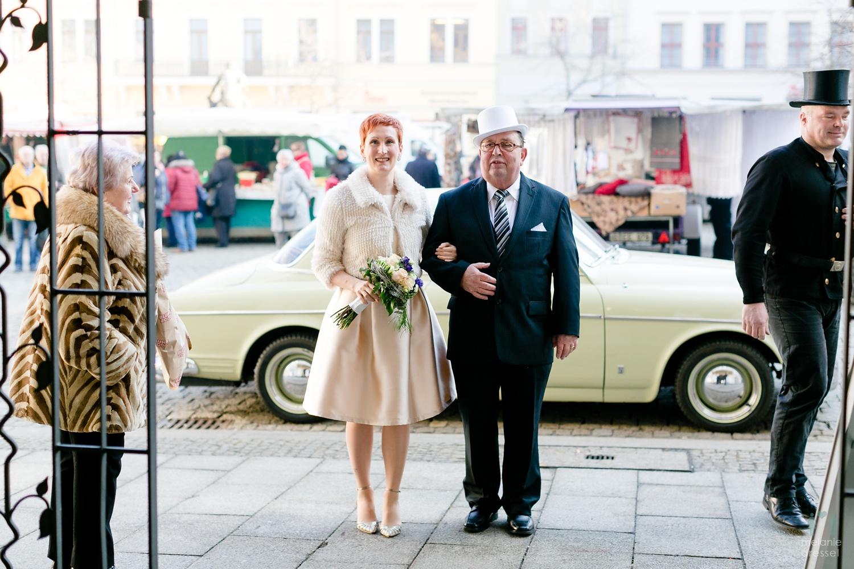 Braut und Brautvater vor der Trauung in Gera