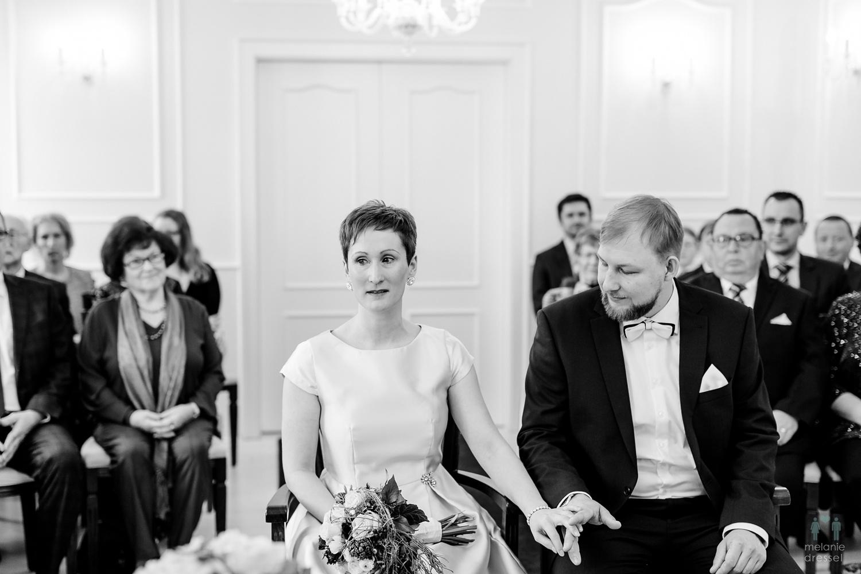gerührte Braut im Standesamt Gera
