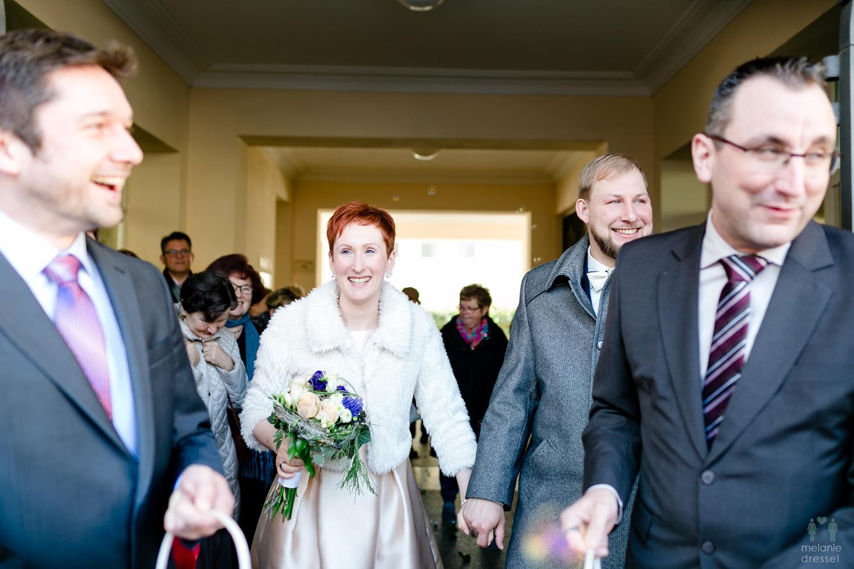 Das Brautpaar nach der Trauung im Standesamt Gera