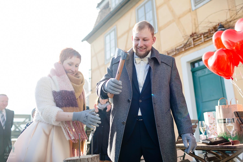 Hochzeitsbrauch während einer Hochzeit in Gera, fotografiert von Melanie Dressel