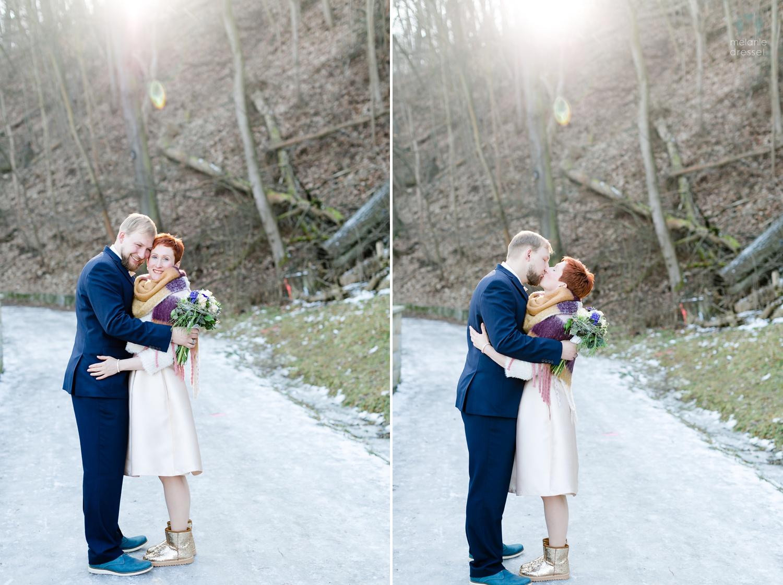 Braut und Bräutigam auf einem vereisten Weg in Gera