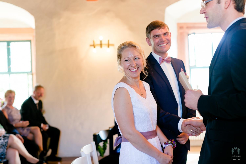 Das Brautpaar während der Trauung in Ronneburg