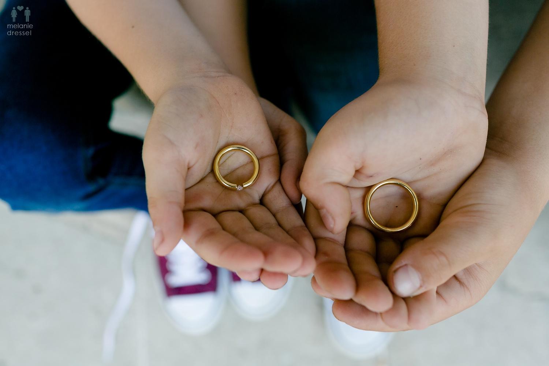 Kinder des Hochzeitspaares mit den Eheringen / Ringträger