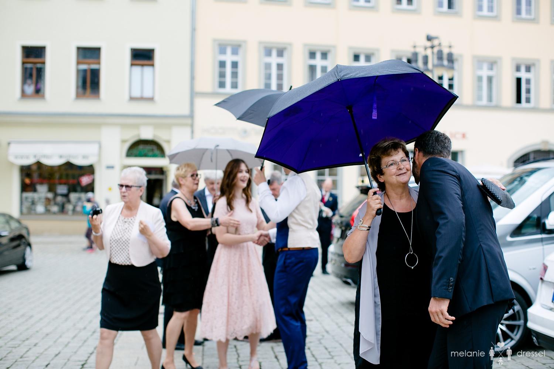 Gäste werden begrüßt am Standesamt Gera
