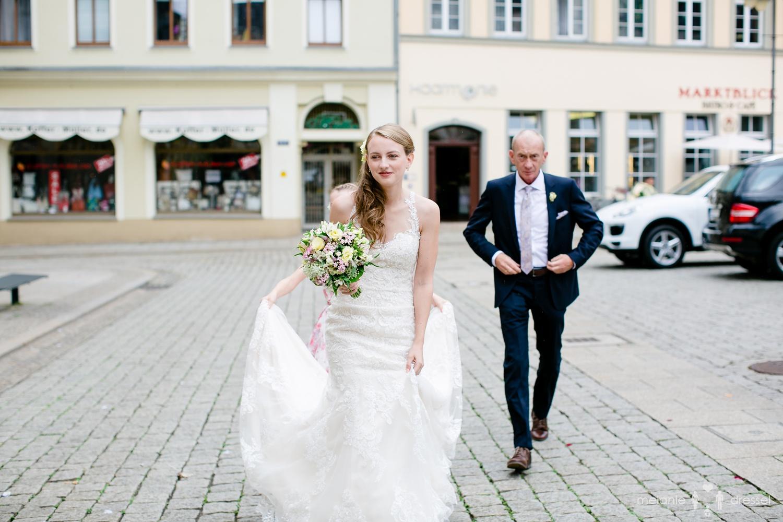 Ankunft der Braut am Standesamt Gera