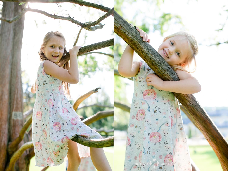 Familienfotografie Kinder klettern