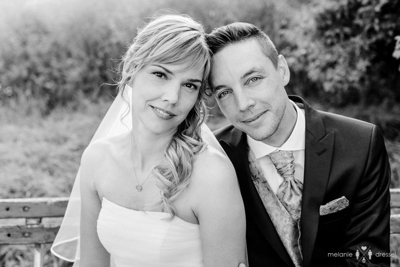 Hochzeitsfotografie eines Brautpaares in der Nähe des Rittergut Positz