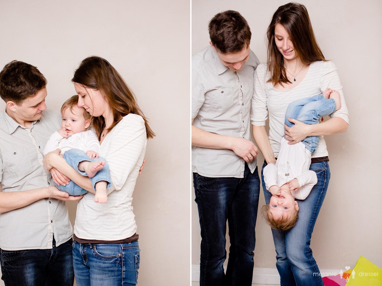 Mama und Papa spielen mit Kleinkind, Familienfotografie in Thüringen