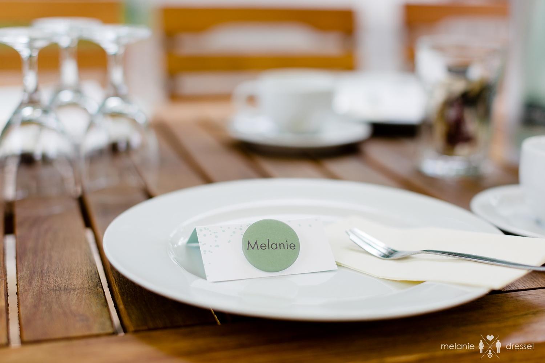 Tischdeko bei der Feier der Hochzeit von Luisa und Kai im Restaurant Comma. Fotografiert von Hochzeitsfotografin Melanie Dressel, Gera.