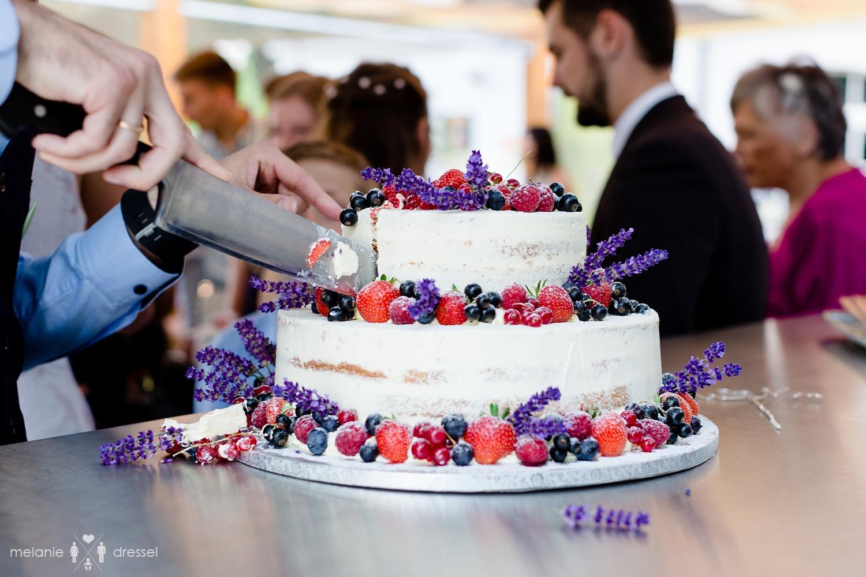 Hochzeitstorte im Restaurant Comma, Gera. Fotografiert von Hochzeitsfotografin Melanie Dressel, Gera.