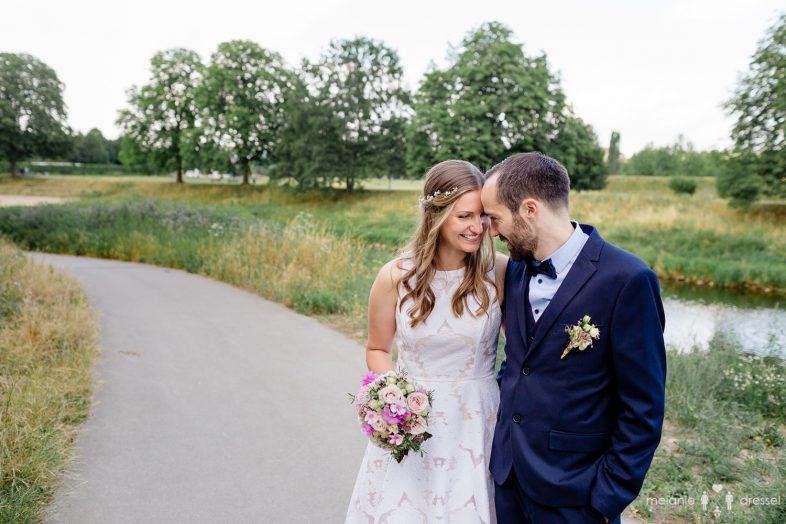 Brautpaar am Hofwiesenpark, Gera. Fotografiert von Hochzeitsfotografin Melanie Dressel, Gera.