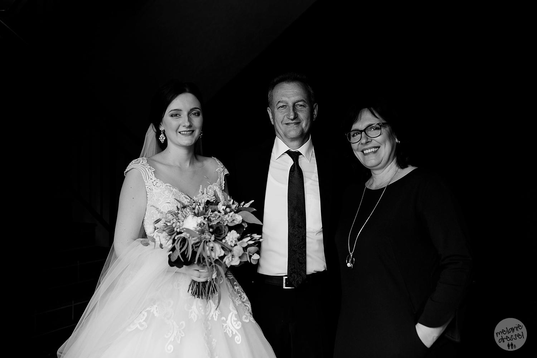 Braut mit Eltern vor Trauung in Quedlinburg - Hochzeitsfotografin Melanie Dressel