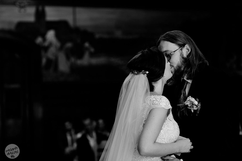erster Kuss bei Trauung in Quedlinburg - Hochzeitsfotografin Melanie Dressel