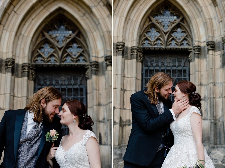 Brautpaar vor Schloss Quedlinburg Ansicht Schloss Quedlinburg - Hochzeitsfotograf Melanie Dressel