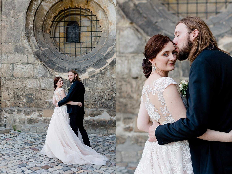 Hochzeitsfotograf fotografiert Brautpaar am Schloss Quedlinburg Ansicht Schloss Quedlinburg - Hochzeitsfotograf Melanie Dressel