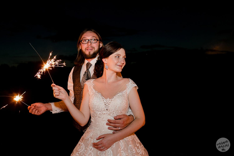 Brautpaar in Quedlinburg mit Wunderkerzen - Ansicht Schloss Quedlinburg - Hochzeitsfotograf Melanie Dressel