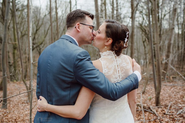 Küssendes Brautpaar - Hochzeitsfotografie in Gera und Thüringen