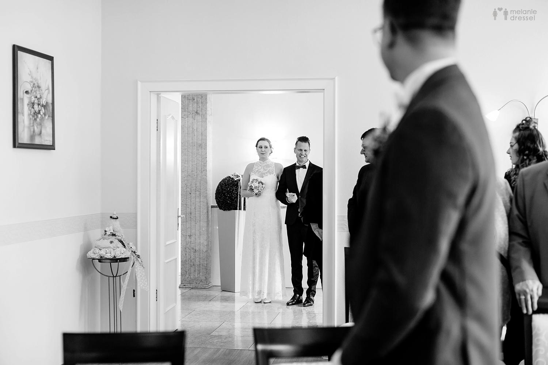 Einzug der Braut im Standesamt Gera - Hochzeitsfotografie in Gera
