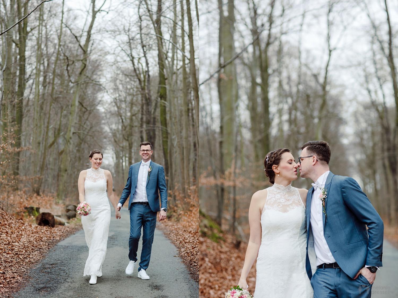 Brautpaar im Geraer Stadtwald in der Nähe des Jagdhofs - Hochzeitsfotografie in Gera